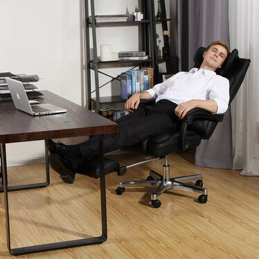 Fotel biurowy Porter czarny z wysuwanym podnóżkiem