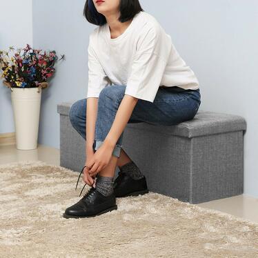 Kufer Louta 110x38 cm szary tapicerowany z pikowanym siedziskiem