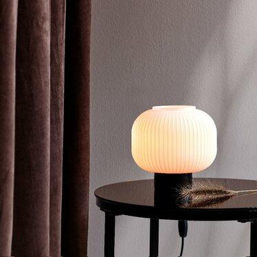 Lampa stołowa Milford mlecznobiały klosz