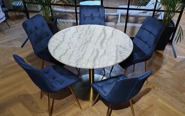 Zestaw dwóch krzeseł tapicerowanych Briare granatowe na złotej podstawie obrotowe